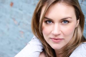 <b>Lauren Murphy</b> -- Dr. Jean Loggins - Lauren